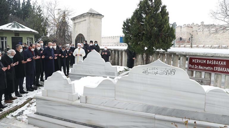 Cumhurbaşkanı Erdoğan, Necmettin Erbakanın mezarını ziyaret etti