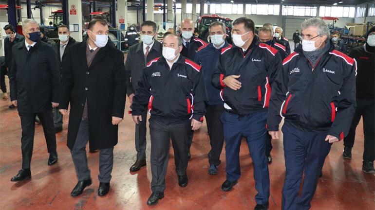 Bakan Varank, Sakaryada traktör fabrikasını ziyaret etti