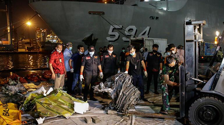 Endonezya'daki uçak kazasında flaş gelişme Sadece kara kutu...