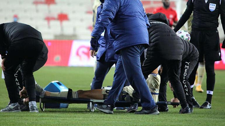Son dakika - Fenerbahçede Tisserand sakatlandı Sedye ile kenara geldi...