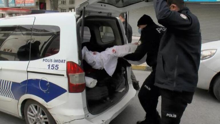 Otomobilin üzerinde kanlı kefen polisi alarma geçirdi