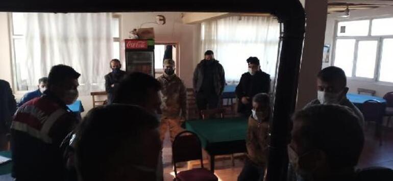 Jandarma baskın yaptı 5 kişi tuvalette yakalandı