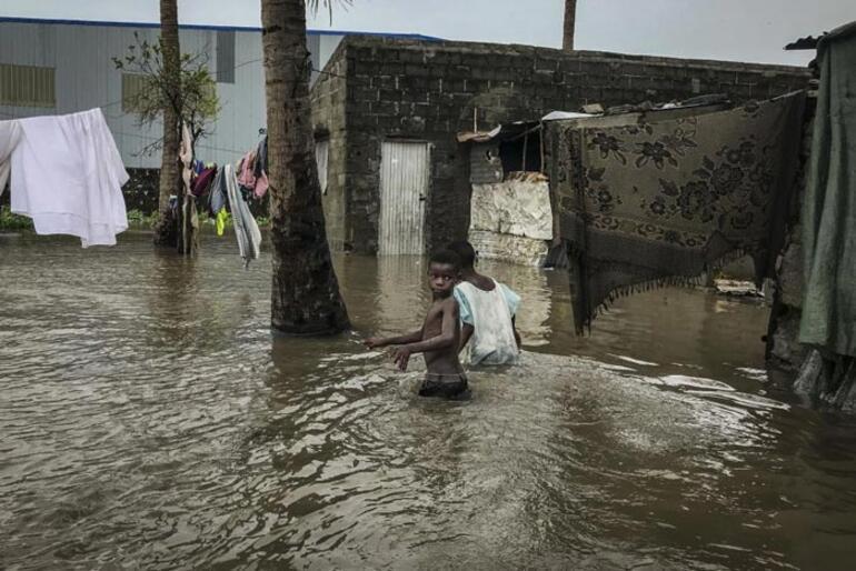 Binden fazla ev yıkıldı Ülkede Eloise felaketi