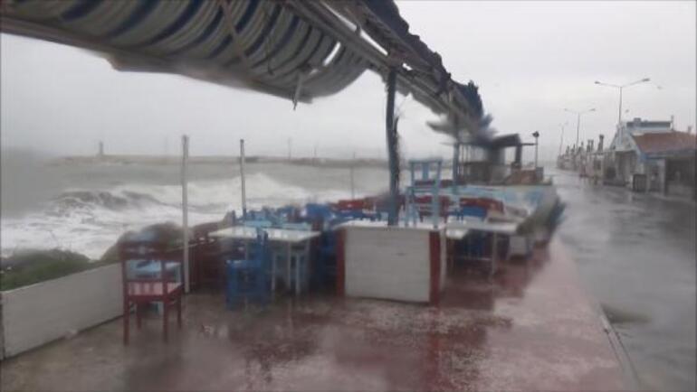 Son dakika... İstanbulda 4 metrelik dalgalar