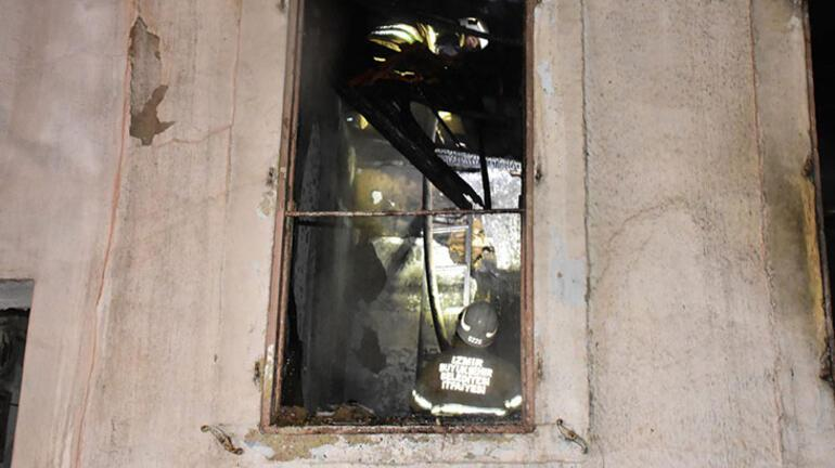 İzmirde korkutan yangın Küle döndü