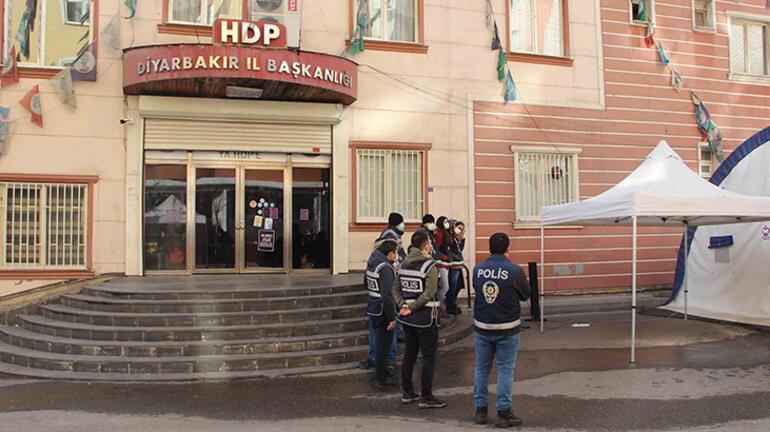 HDPye evlat tepkisi büyüyor 12 aile daha eyleme katıldı