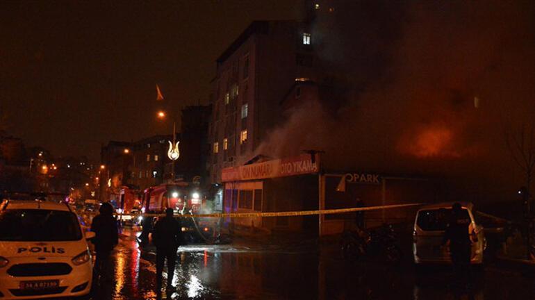 Kağıthanede iş yeri yangını Alevler bir anda yükseldi
