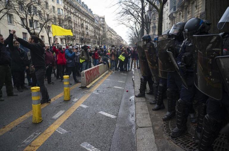 Avrupa sokakları karıştı Yeniden karşı karşıya geldiler