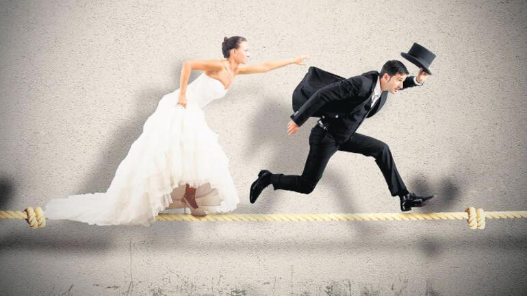 Yabancı eşinden boşanan süresiz nafaka öder mi