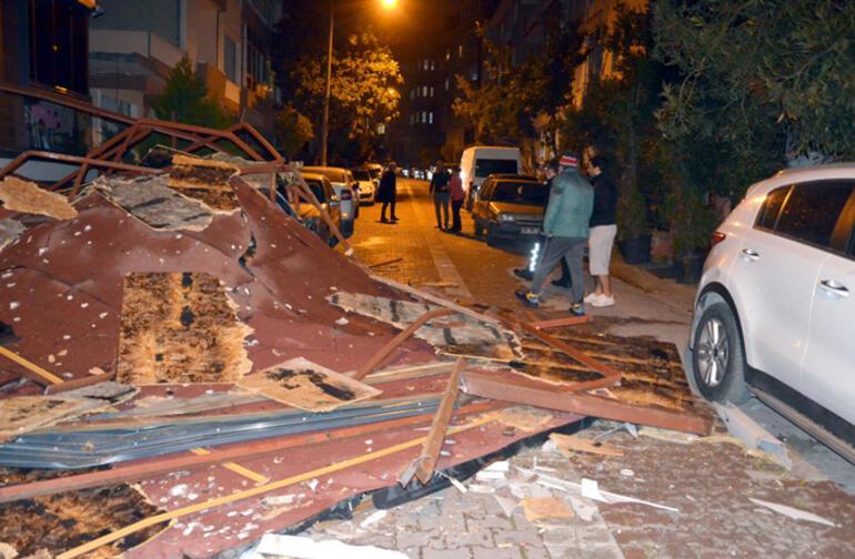 Son Dakika... Çatılar uçtu, ağaçlar devrildi İstanbulda korkutan görüntüler