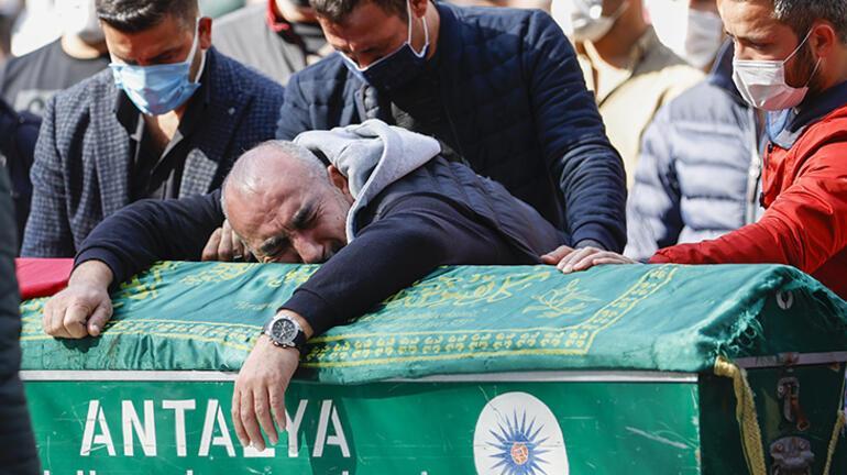 Son dakika... Antalyada 6 kişinin öldüğü kazada cenazeler toprağa verildi