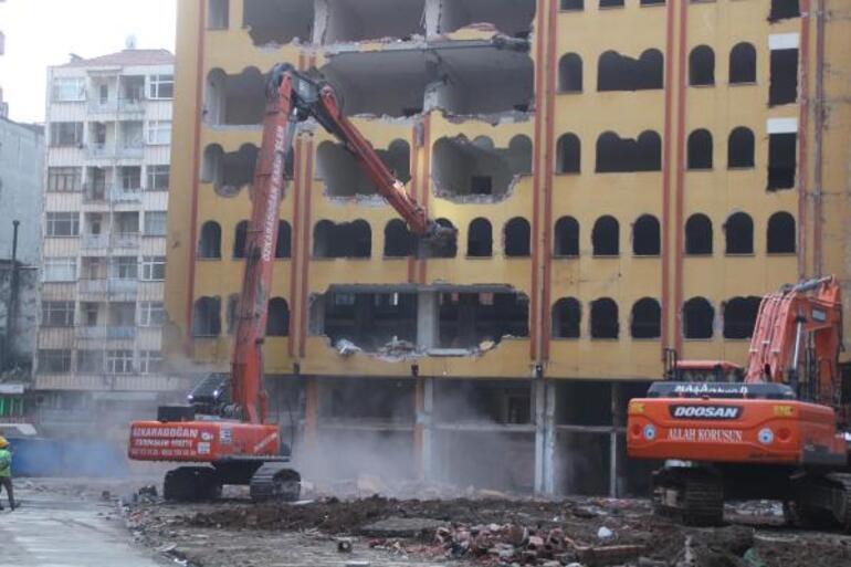 Rize'de riskli binalarda yıkımlar başladı