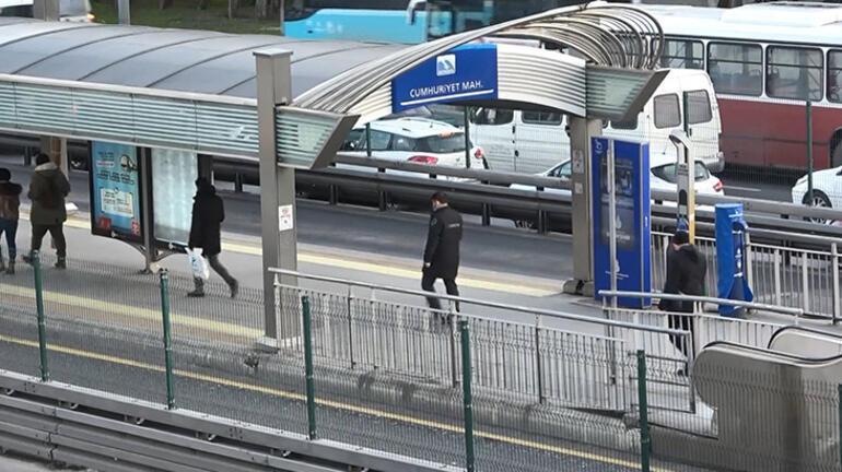 Son dakika... Metrobüste taciz iddiası Yolcular fark etti, polise teslim etti
