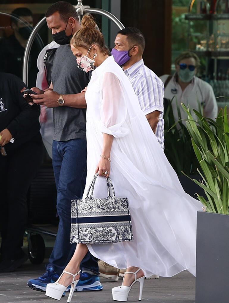 Jennifer Lopez-Alex Rodriguezin erken Sevgililer Günü kutlaması