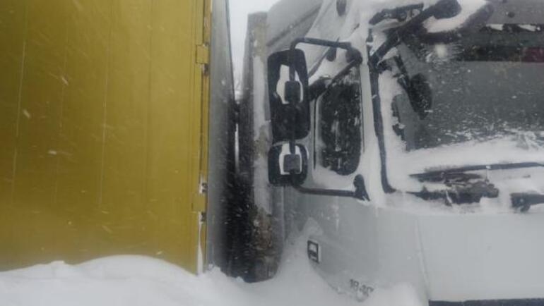 Son dakika Türk şoförler düşen çığ sonucu mahsur kaldı Yer: Kuzey Osetya