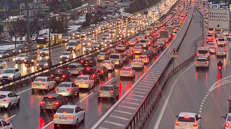 Son dakika İstanbulda trafik kilit Durma noktasına geldi