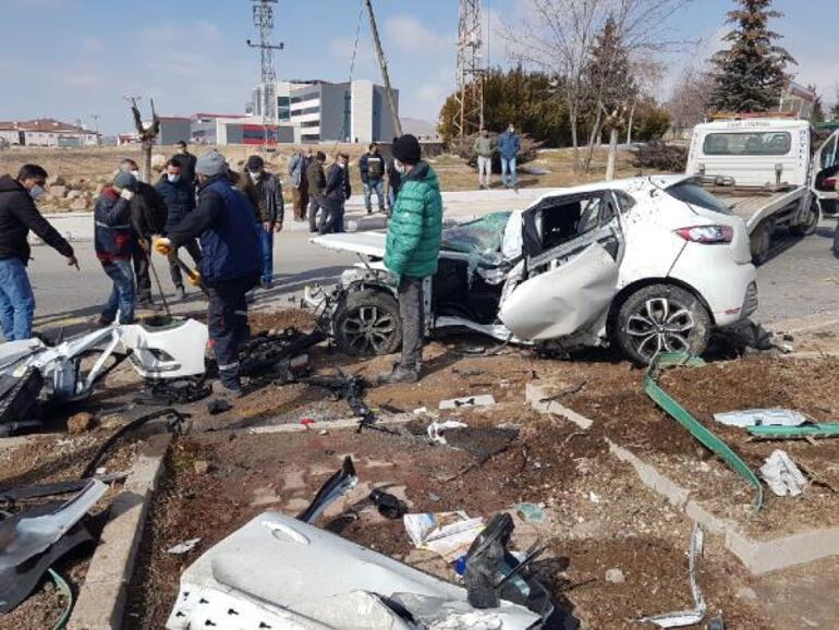 Kayseride feci kaza Müdür öldü, 3 kişi yaralandı