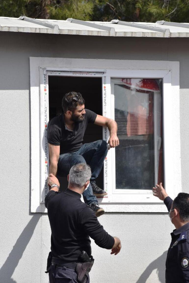 Antalyada hareketli anlar Kendini eve kilitleyip, ateşe verdi