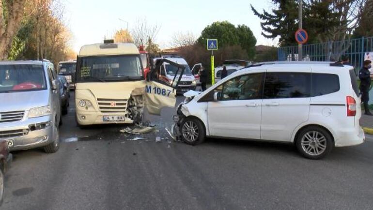 Kafa kafaya facia Yolcu minibüsü ile polis aracı çarpıştı