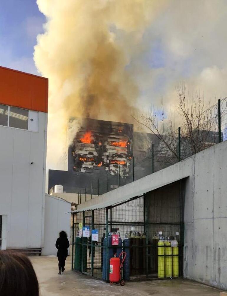 Son dakika İş yeri deposunda yangın çıktı