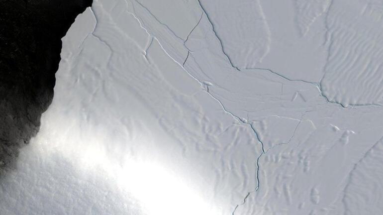 Son dakika... Antarktika'dan büyük bir buzul çatladı Ürperten görüntü sonrası açıklama