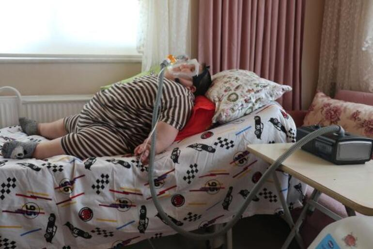 Son dakika: 5 yaşında 90 kilo Geceleri solunum cihazına bağlı uyuyor