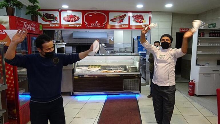 Cumhurbaşkanı Erdoğanın açıklamalarını halayla kutladılar