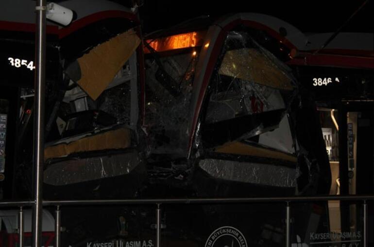 Kayseride iki tramvay çarpıştı
