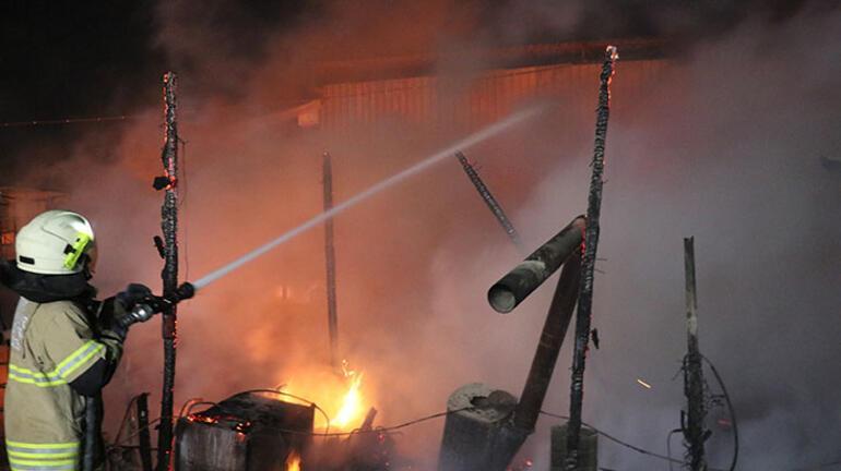 İzmirde gece yarısı korkutan yangın