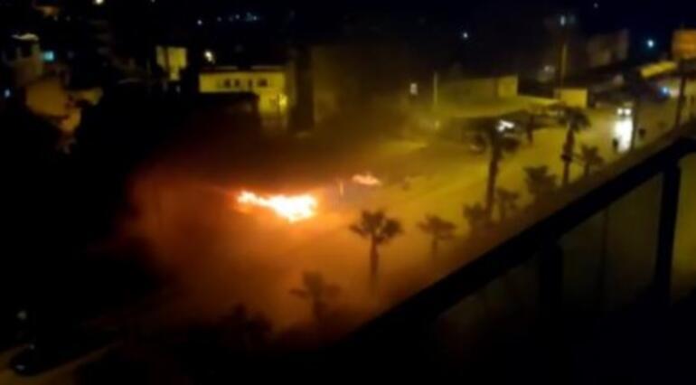 Son dakika... Antalyada galeride yangın 6 araç yandı