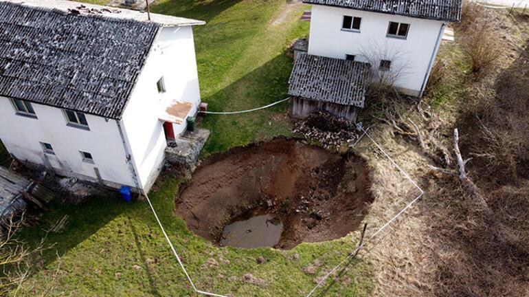 6.3lük deprem sonrası çukur sayısı artıyor