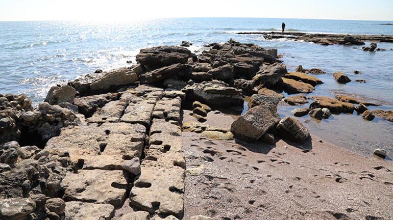 Sular çekildi... Antik kent ortaya çıktı