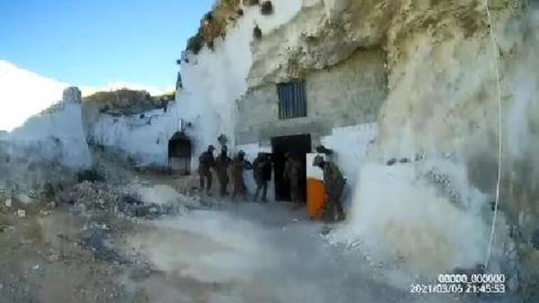 Mağarada kumar oynamışlar 200 polisle...
