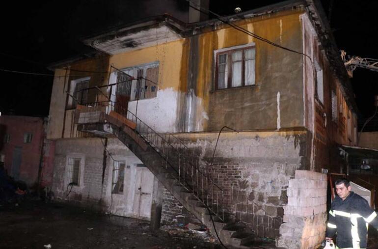 Kayseride 2 katlı evde yangın