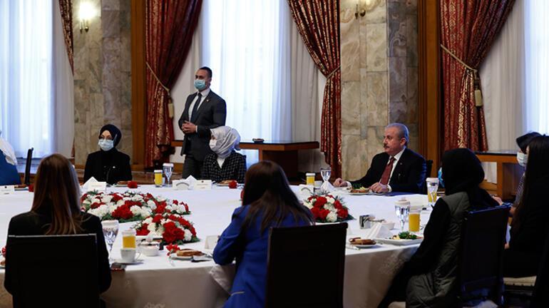 Şentop, Kadınlar Gününde kadın milletvekilleri ve Meclisteki kadın personelle bir araya geldi