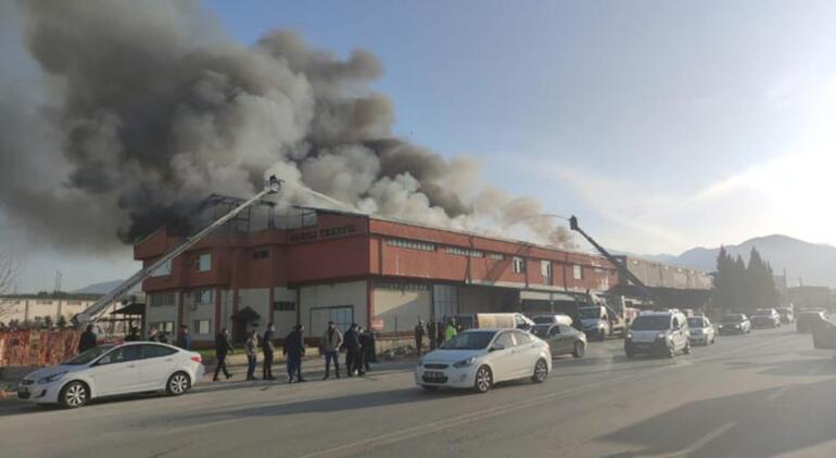 Son dakika Denizlide korkutan fabrika yangını