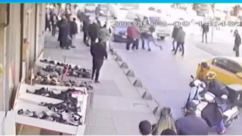 Önce taksiciyi sonra eşini dövdü Vatandaşlar kurtardı