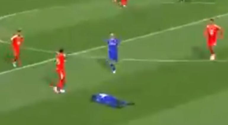 Son dakika - Bafetimbi Gomis maçta baygınlık geçirdi