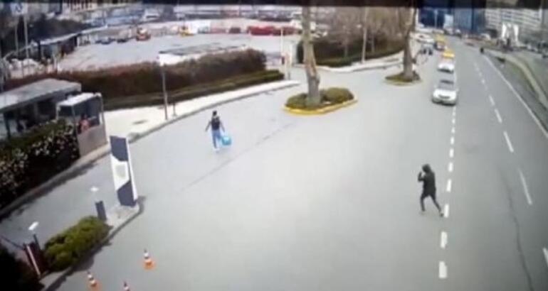 Mostafa Mohamedin çantasının çalınma anı kameralara yansıdı