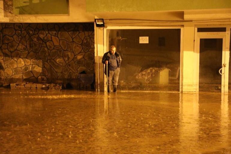 Bingölde sağanak yağış Ev ve iş yerlerini su bastı