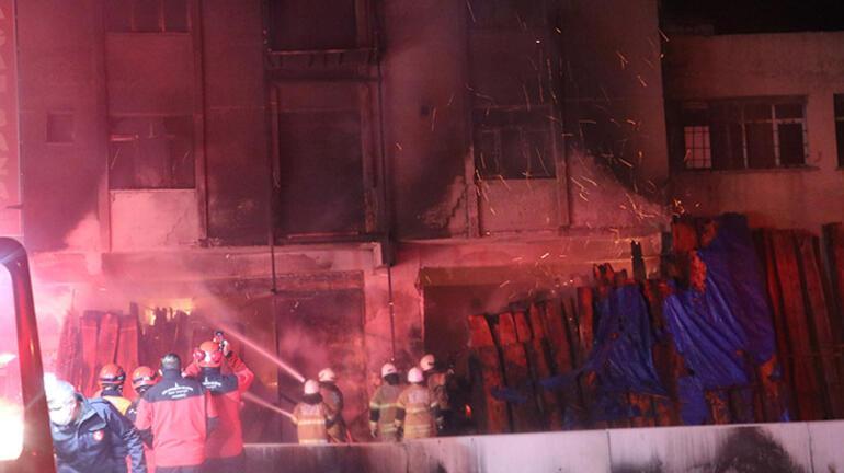 Mobilya atölyesinde korkutan yangın Ekipler oraya koştu