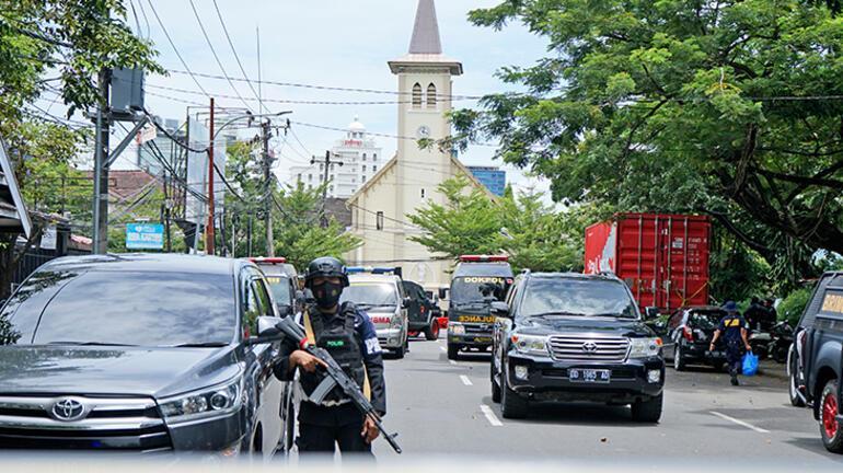 Son dakika... Endonezyada kiliseye bombalı saldırı Yaralılar var