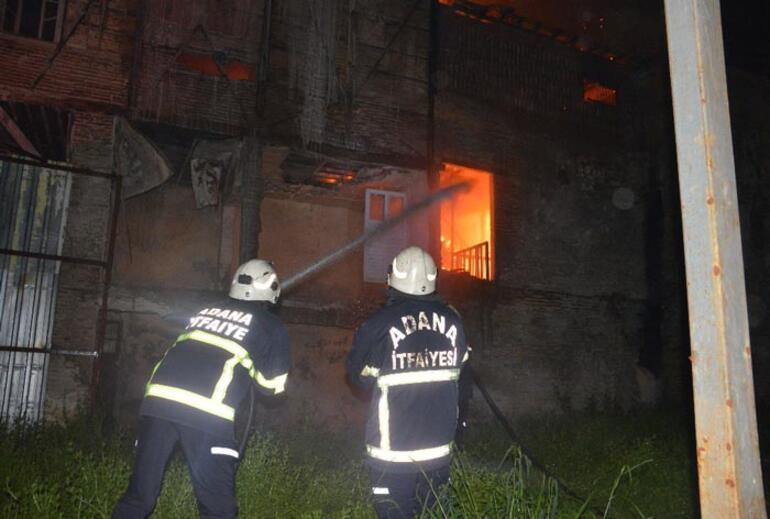 Yangında mahsur kalan kedi son anda kurtarıldı