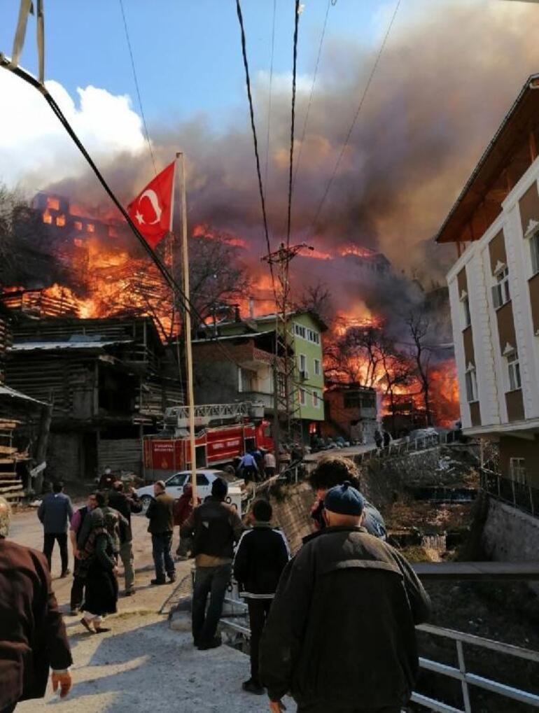 Artvinde yanan köyde inşa edilecek konutların projesi hazırlandı