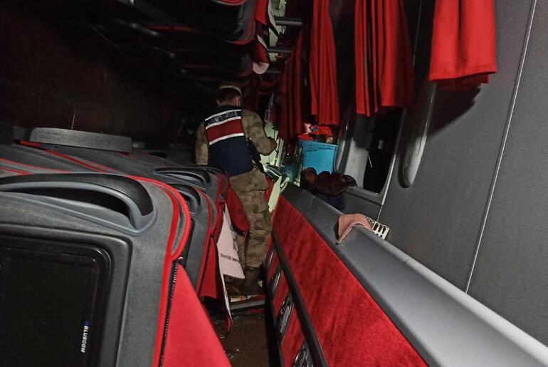 Sivasta yolcu otobüsü devrildi Çok sayıda yaralı var