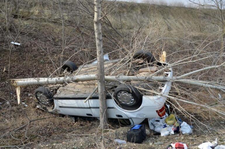 Feci kaza Otomobil şarampole devrildi