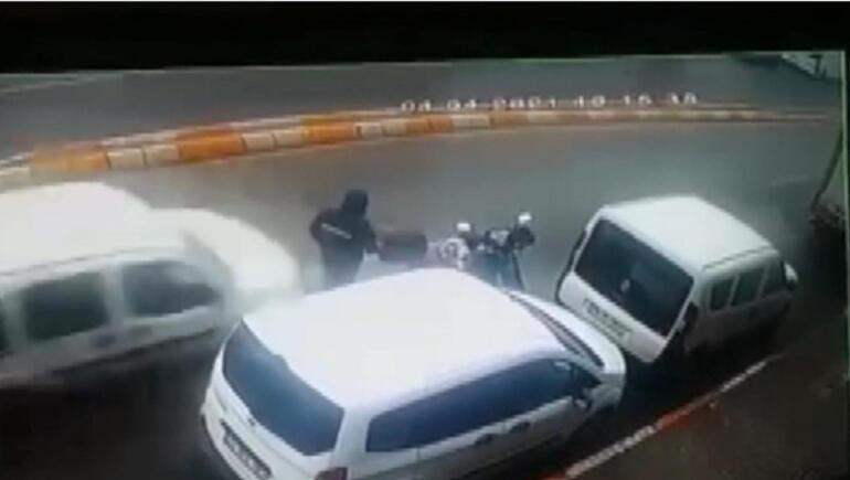 Feci kaza Polis kaçan sürücüyü arıyor