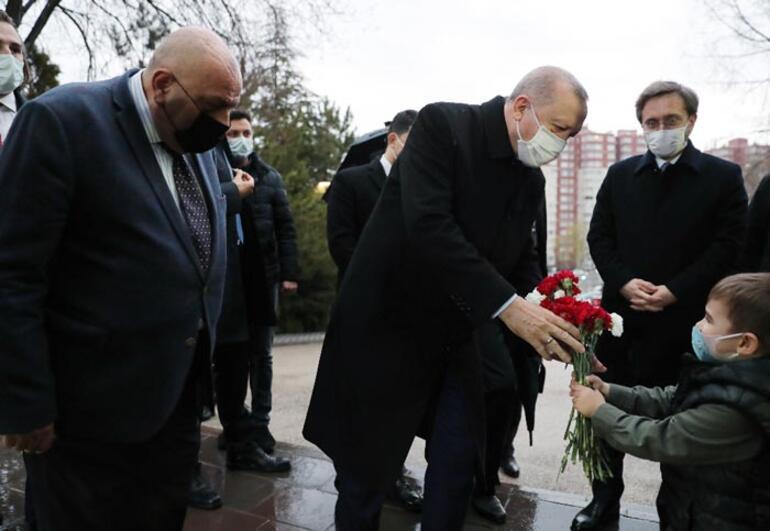 Cumhurbaşkanı Erdoğan, Alparslan Türkeşin anıt mezarını ziyaret etti