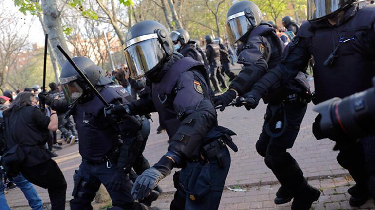 Son dakika: İspanyada tansiyon yükseldi Olaylı mitingde yaralılar var...
