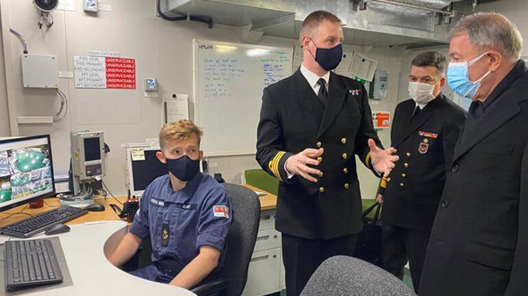Bakan Akar, İngilterede uçak gemisini inceledi